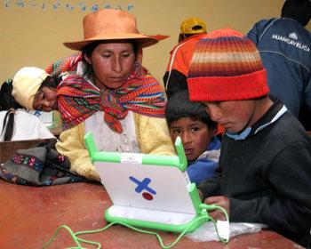 Perú entre los países que invirtieron más en computadoras para escolares pero sólo dedica 1% en usarlas