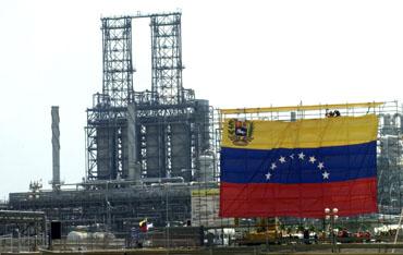 Pactos de crudo que dejó Hugo Chávez trae problemas a Venezuela