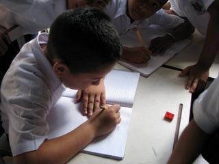 """""""Convexificación"""" y """"Desconvexificación"""" del Perfil Salarial Peruano: Una historia sobre el declive de la calidad educativa"""