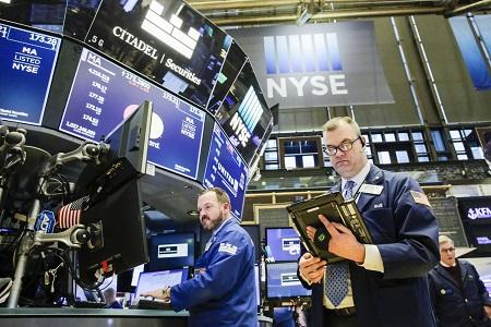 Tensión ante anuncio de Trump hizo que la bolsa de valores de New York se desplomara