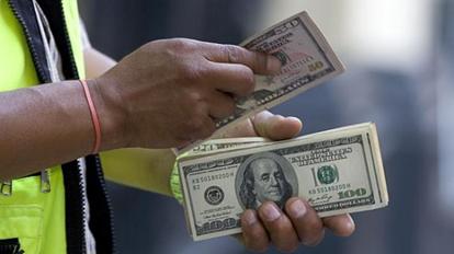 Alza del dólar: moneda extranjera aumenta su cotización.