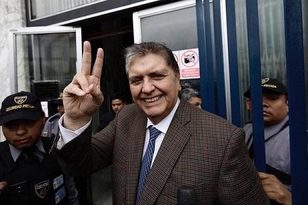 Pedido de asilo político de Alan García no afectará a la economía peruana