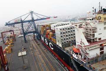 Balanza comercial anualizada logra quince trimestres seguidos de superávit